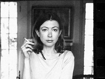 Una de las imágenes de Joan Didion en el documental sobre su vida en Netflix.
