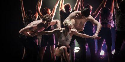 Una escena interpretada por los Ballets Jazz de Montreal.