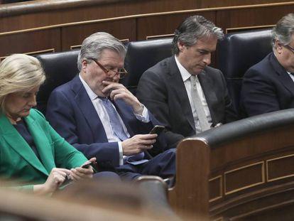 De izquierda a derecha, Fátima Báñez, Íñigo Méndez de Vigo, Íñigo de la Serna y Juan Ignacio Zoido.