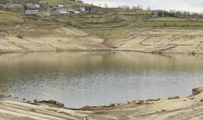 El embalse de Chandrexa de Queixa, en el Macizo Central ourensano, está a apenas un 30% de su capacidad.
