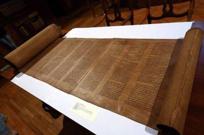 El pergamino conservado en la biblioteca de la Universidad de Bolonia con la versión en hebreo más antigua.