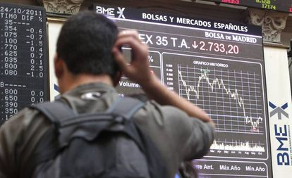 Paneles en la Bolsa de Madrid.