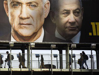 Carteles electorales de Netanyahu y Gantz, en febrero en Tel Aviv.