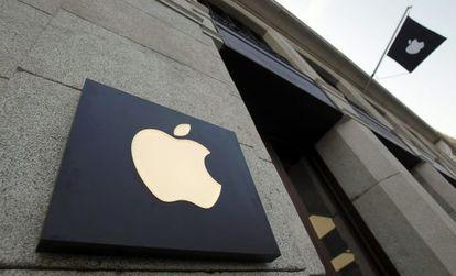 Aspecto de la fachada de una tienda de Apple.