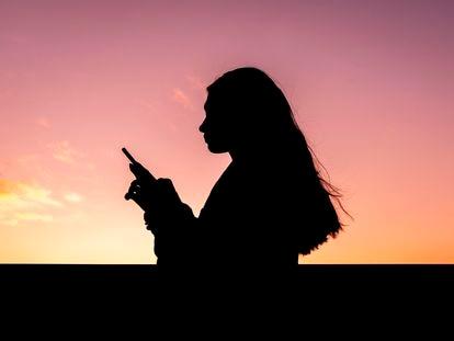 El móvil y las redes sociales empujan a tomar posición y opinar ante cualquier episodio.