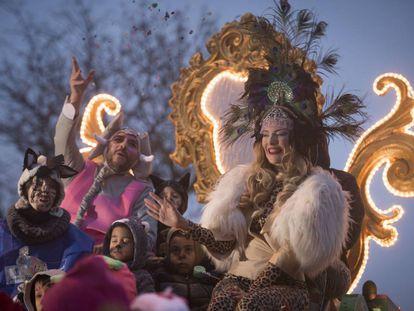 La carroza de la diversidad, en la Cabalgata de los Reyes Magos en Puente de Vallecas.