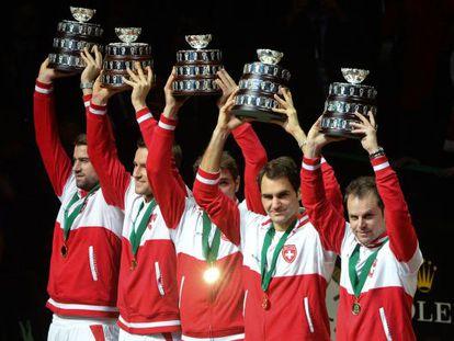 El equipo suizo celebra su triunfo.