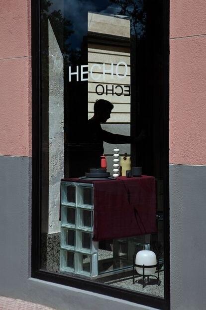 Escaparate de la tienda Hecho, recién inaugurada en el distrito de Chamberí.