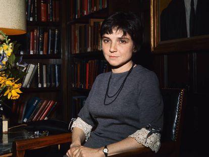 La poeta y feminista Adrienne Rich, en la Universidad de Yale en 1966.