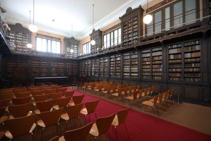La biblioteca del Víctor Balaguer por cuyas ventanas del piso superior entró a robar Erik el Belga.