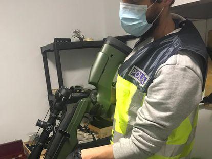 Una de las armas incautadas por la Policia Nacional en la operación Testudo contra la mafia rusa.