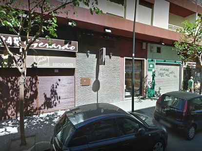 """Vista del local zaragozano Bar Gerardo, donde el detenido César Román trabajaba como cocinero. En vídeo, Detenido el """"rey del cachopo"""" en Zaragoza por su posible implicación en la muerte de su novia."""