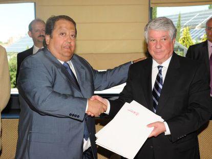 Alfonso Tezanos, presidente de CECOMA, y Arturo Fernández, presidente de CEIM, en junio de 2011.