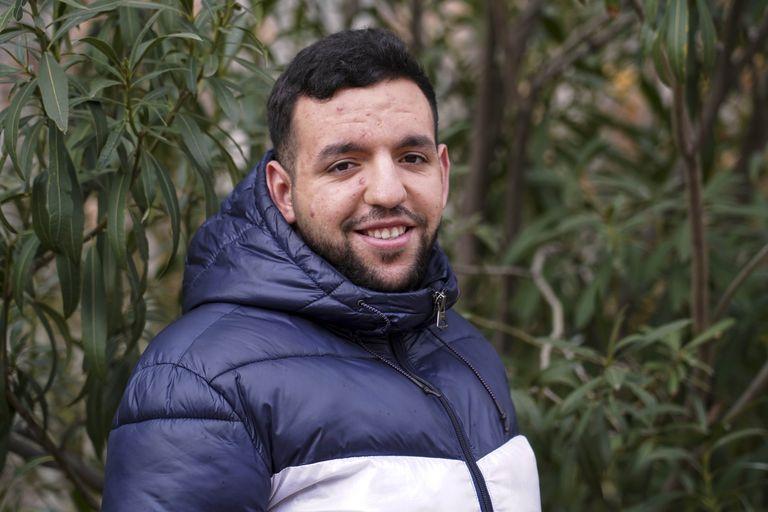 Ayoub, marroquí de 21 años, es cocinero en el restaurante Marieta de Madrid tras estudiar en la Unidad de Formación e Inserción Laboral (Ufil) Puerta Bonita de Carabanchel.