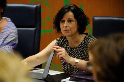 Marian Elorza, secretaria de Acción Exterior del Gobierno vasco, durante su comparecencia en el Parlamento.