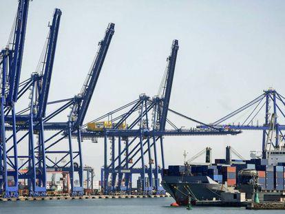 Oltra plantea a Sánchez un nuevo informe de impacto ambiental para ampliar el Puerto de Valencia