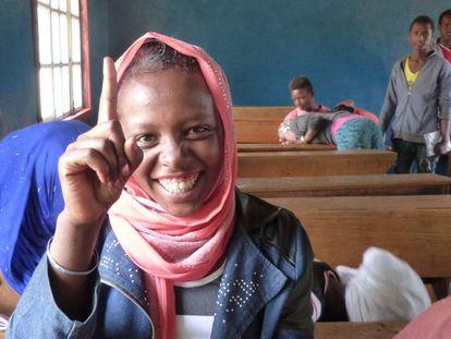 Durethi Hissen en su clase de ciencias, en el centro escolar de Gambo, en Etiopía.
