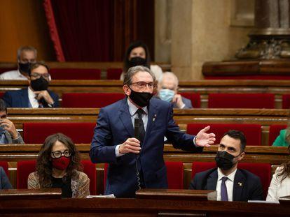 El conseller de Economía de la Generalitat, Jaume Giró, durante su intervención en el Parlament. / DAVID ZORRAKINO (EUROPA PRESS).