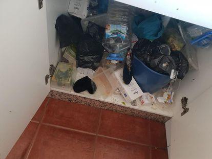 Estado de una de las habitaciones en el centro de menores habilitado en los apartamentos Porto Bello, en una imagen facilitada por la plantilla.