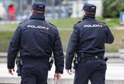 Agentes de la Policía Nacional en A Coruña, en una imagen de archivo.