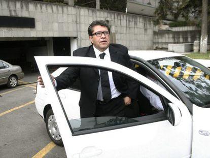El diputado mexicano Ricardo Monreal llega a la Cámara de Diputados.