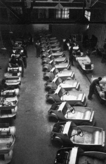 Cadena de producció dels tallers en el quals la fàbrica Autonacional de Barcelona produïa el Biscuter.