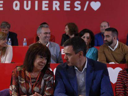 Desde la izquierda, Narbona, Sánchez y Lastra. este domingo en Madrid. En vídeo, el PSOE-A expresa su disconformidad con las listas electorales de Sánchez.