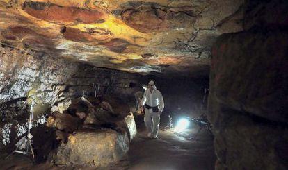 Rodaje del documental El Maestro de Altamira en la Cueva