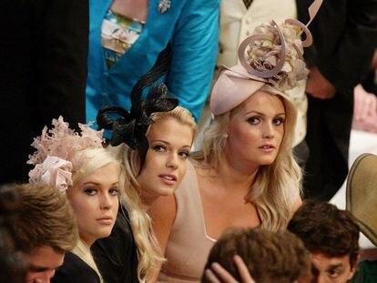 Amelia, Eliza y Kitty Spencer, hijas del conde Earl Spencer en la boda de su primo, el príncipe Guillermo, en abril de 2011.