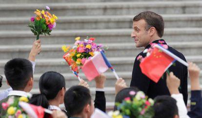Macron es recibido en el Gran Salón del Pueblo, en Pekín, este miércoles.