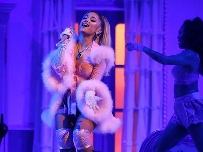 Ariana Grande, durante su actuación en la ceremonia de entrega de los premios Grammy, el pasado enero en Los Ángeles.