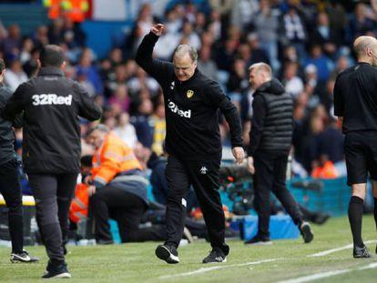 Bielsa durante el Leeds - Aston Villa.