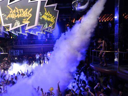 La pista de baile de la discoteca Amnesia, en Ibiza, durante una sesión de Sven Vän, en una imagen de archivo.