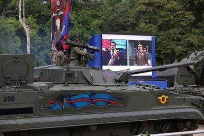 Momento en el que se realiza la parada militar que conmemora la Batalla de Carabobo, en Venezuela.