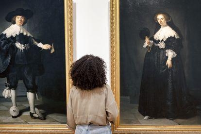 Retratos de Marten Soolmans y Oopjen Coppit, de Rembrandt, un joven matrimonio cuya familia tenía una refinería de azúcar recogida en Brasil por esclavos. Forman parte de la muestra sobre la esclavitud en el Rijksmuseum holandés.