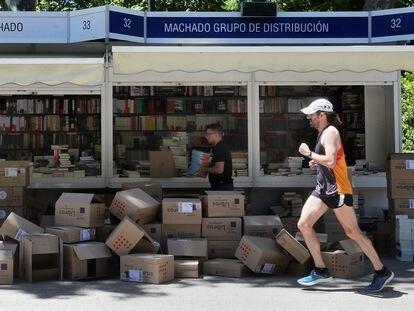 Preparativos para la 78ª edición de la Feria del Libro de Madrid 2019.