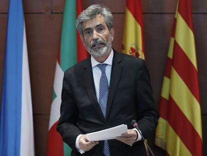 El presidente del Tribunal Supremo y del Consejo General del Poder Judicial (CGPJ), Carlos Lesmes, durante el acto de entrega de despachos a la nueva promoción de jueces, en Barcelona.