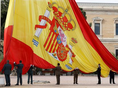 Izado solemne de bandera por la festividad de San Isidro en la plaza madrileña de Colón, el pasado 15 de mayo.