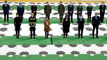 Acto oficial de clausura de la morgue del Palacio del Hielo de Madrid, este miércoles a mediodía. La presidenta regional, Isabel Díaz Ayuso, ha estado acompañada por la ministra de Defensa, Margarita Robles, y el alcalde de Madrid, José Luis Martínez Almeida.