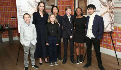 Angelina Jolie con Knox, Vivienne, Pax, Shiloh, Zahara y Maddox.