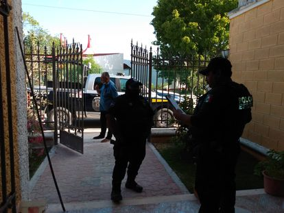 Policía estatal de Quintana Roo llega al domicilio de Francisco Canul, periodista que difundió  el video del a muerte de Victoria Salazar.