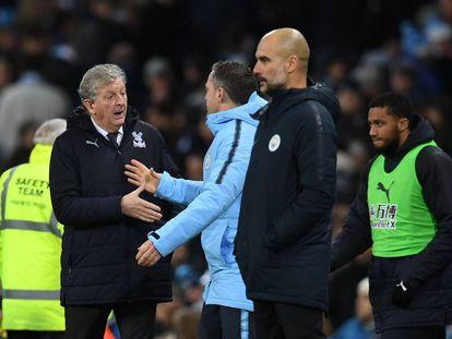 Roy Hodgson, entrenador del Crystal Palace, y Guardiola, técnico del Manchester City.
