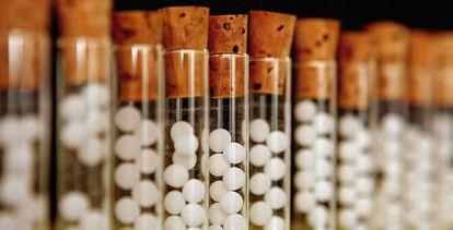 Gránulos de homeopatía.
