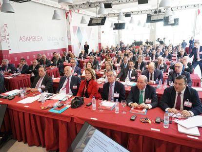 Los socios durante la asamblea de la Asociación Valenciana de Empresarios.