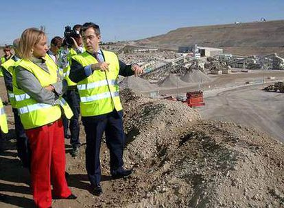 La consejera de Medioambiente, Vivienda y Ordenación del Territorio de la Comunidad de Madrid, Ana Isabel Mariño, durante la visita a las nuevas instalaciones de Valdemingómez.