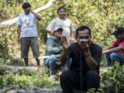 Un grupo de indígenas de Perú participa en un proyecto piloto para delimitar el territorio que tienen derecho a reclamar.