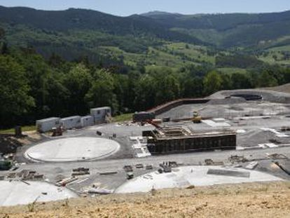 Imagen del estado en que han quedado las obras de la planta paralizada en 2010.