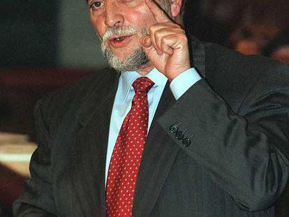 Julio Anguita, en el Congreso de los Diputados en 1999.