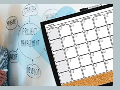 Organiza tus tareas con la pizarra, la zona de notas, el área de corcho y los imanes de este planificador mensual.