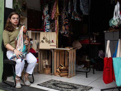 Giuliana Nonnato, en un taller de costura para mujeres trans en São Paulo.